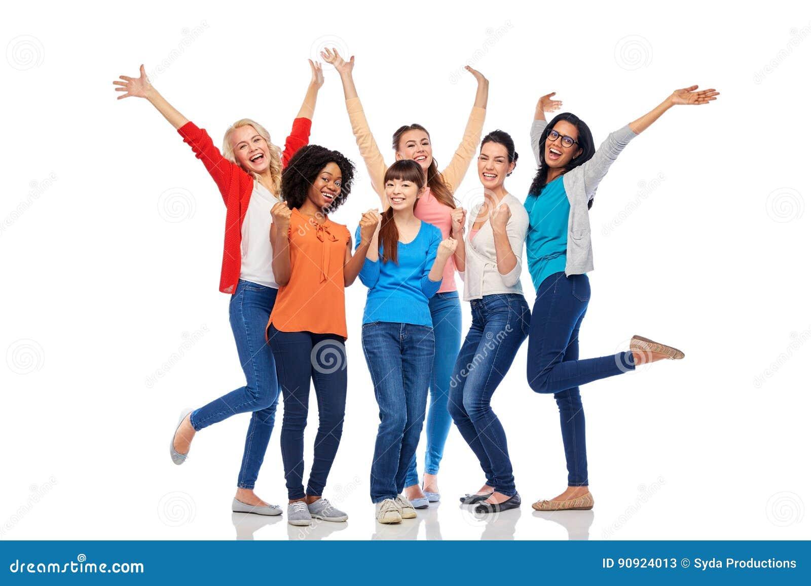Zawody międzynarodowi grupa szczęśliwe uśmiechnięte kobiety