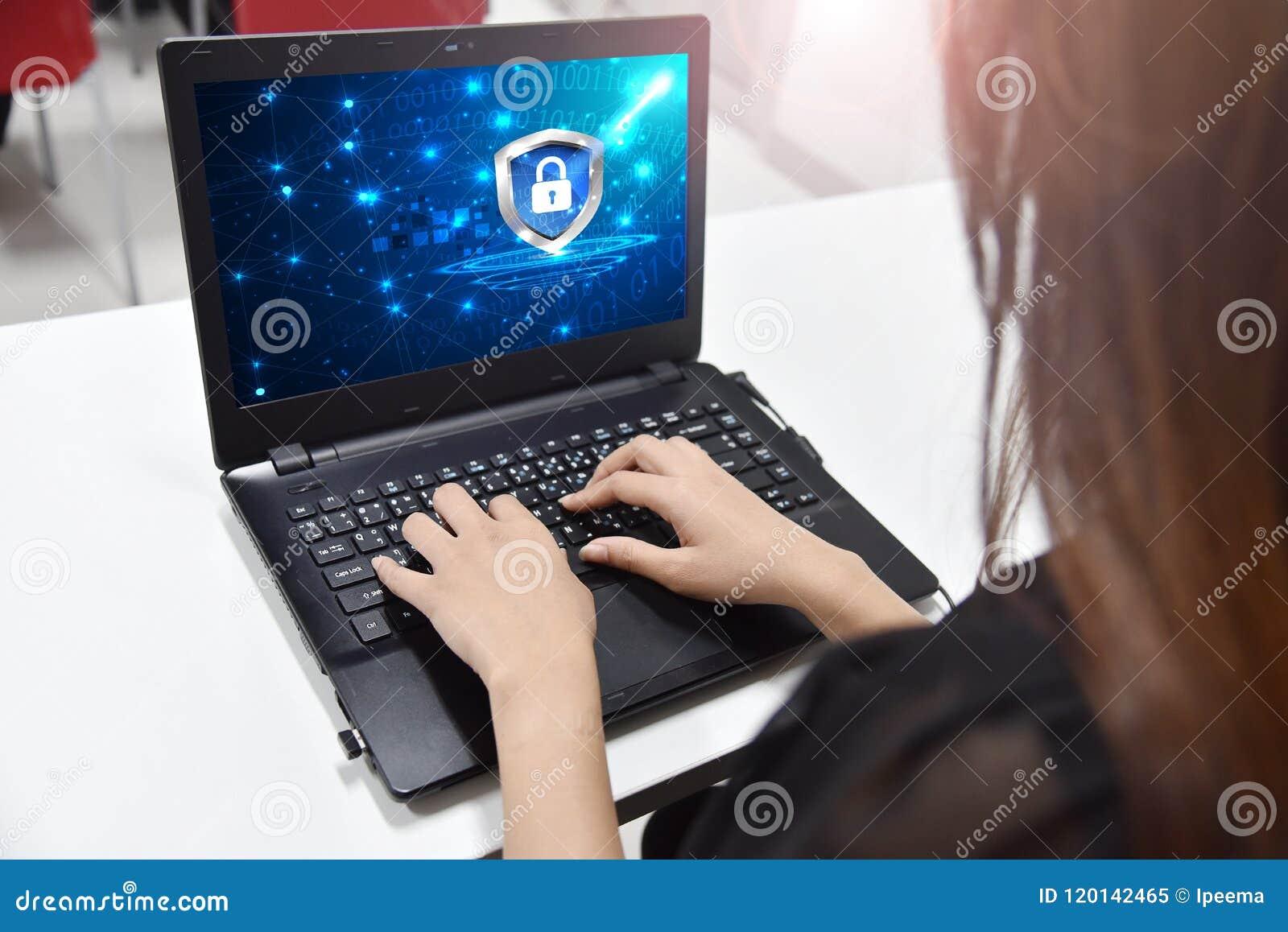 Zbawczego pojęcia cyber cyfrowa ochrona, gacenie z osłony opancerzeniem