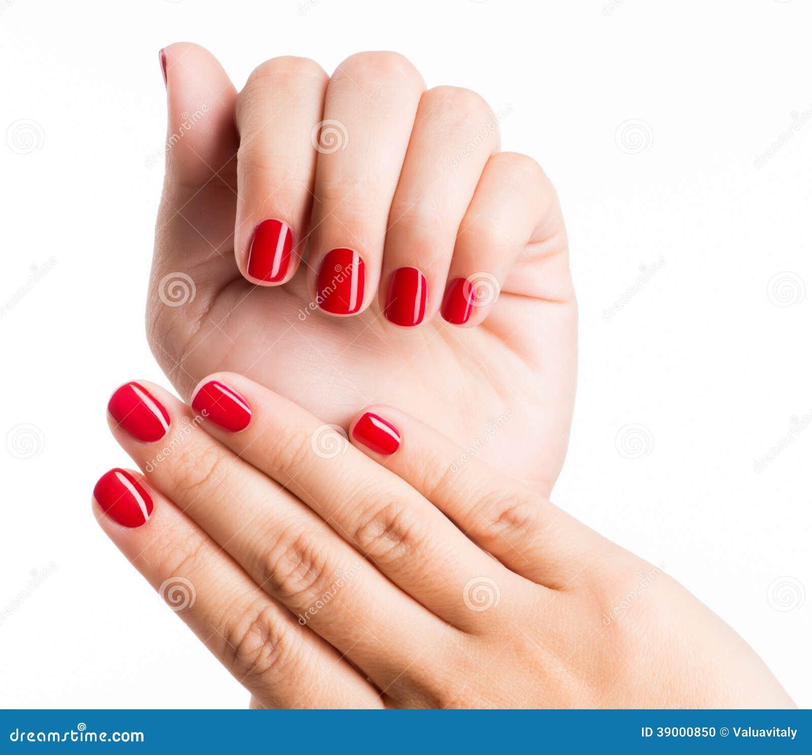 Zbliżenie fotografia kobiety ręki z czerwonymi gwoździami