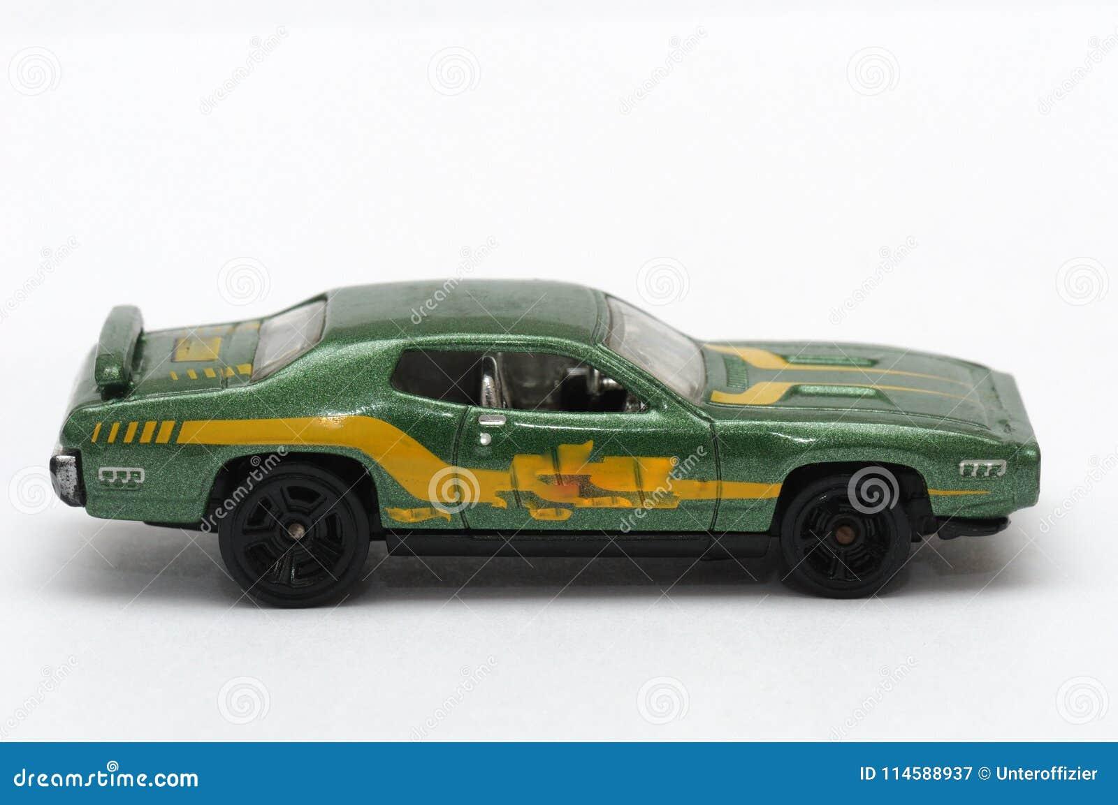 Zbliżenie fotografia mały zieleni zabawki samochód
