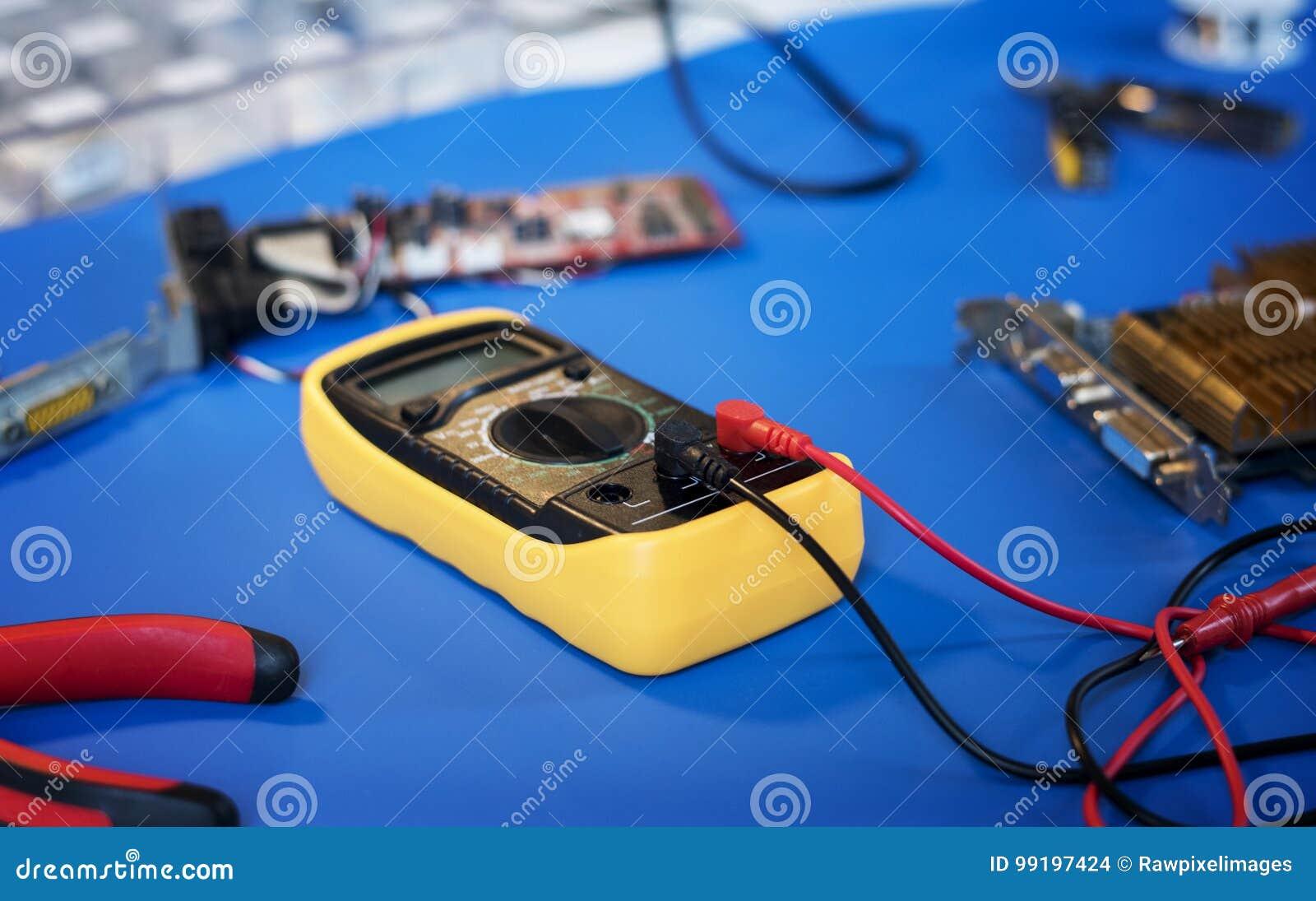 Zbliżenie multimeter metru elektryczna miara