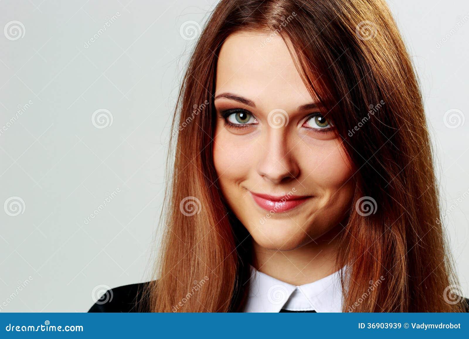 Zbliżenie portret młoda uśmiechnięta kobieta