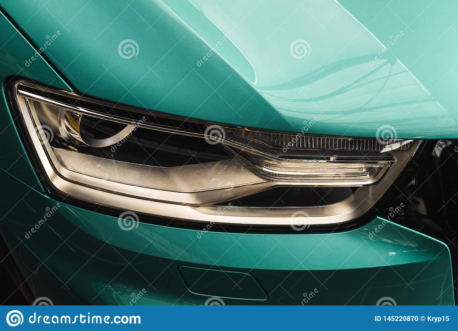 Zbliżenie reflektory nowożytny Nowy koloru samochód