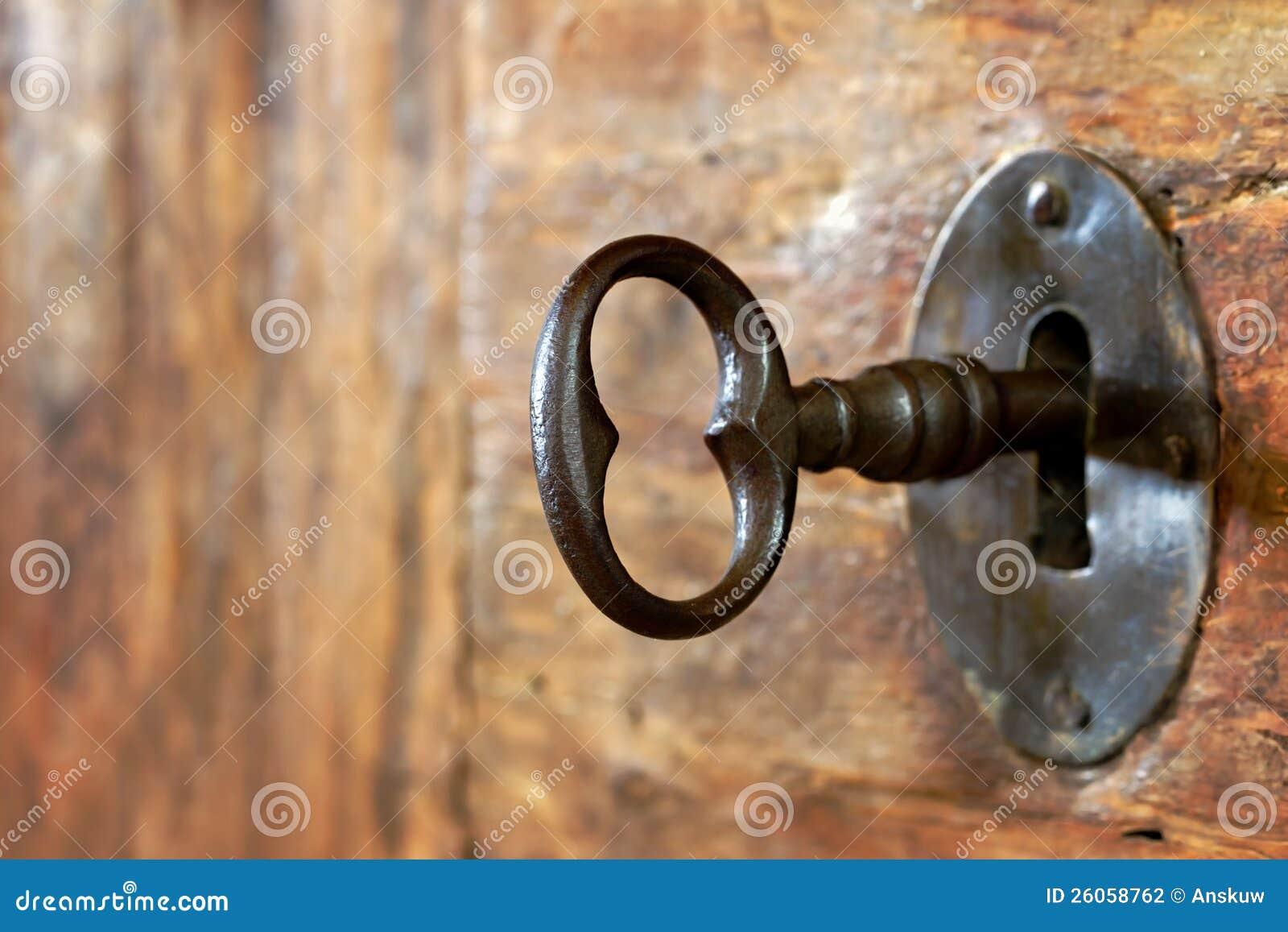 Zbliżenie stary keyhole z kluczem