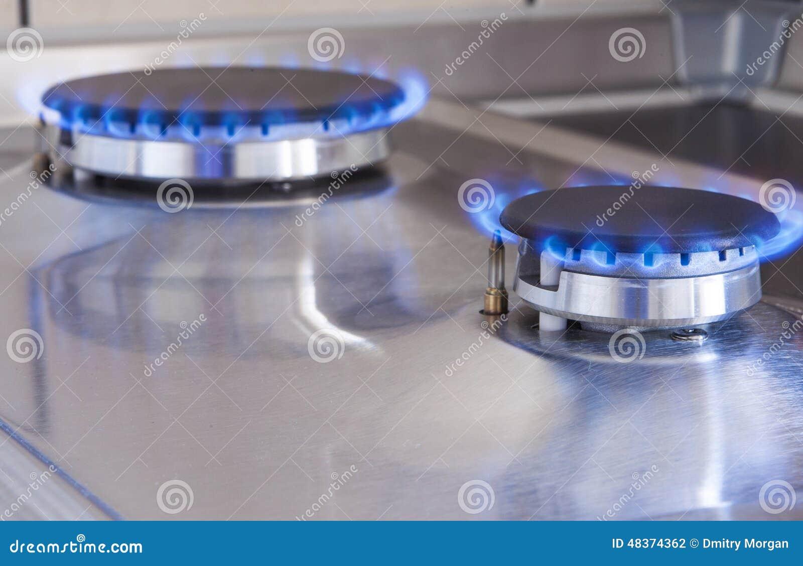 Zbliżenie strzał Dwa Benzynowego palnika W linii Lokalizować na Kuchennej kuchence