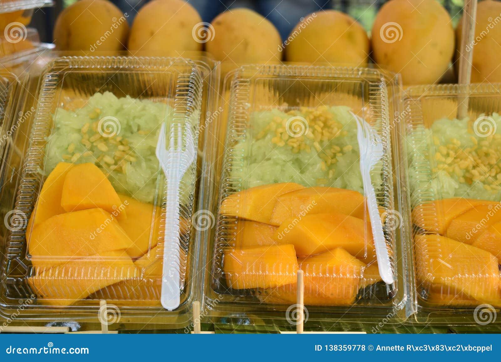 Zbliżenie wyśmienicie tajlandzcy deserowi kleiści ryż z mango