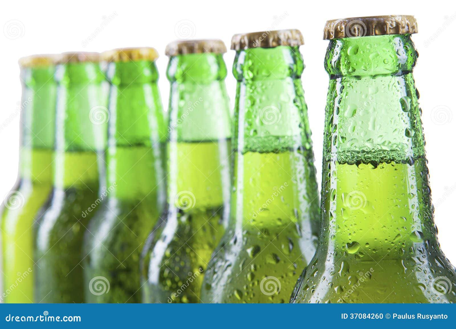 Download Zbliżenie piwne butelki zdjęcie stock. Obraz złożonej z chłodno - 37084260