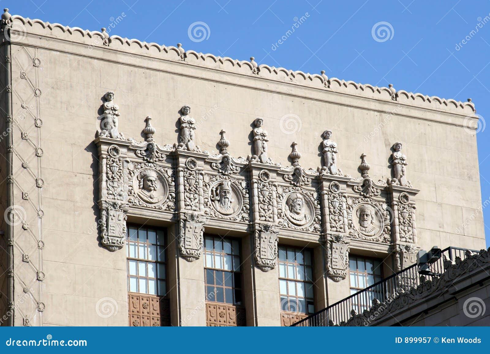 Zbudować dekoracyjną fasadę