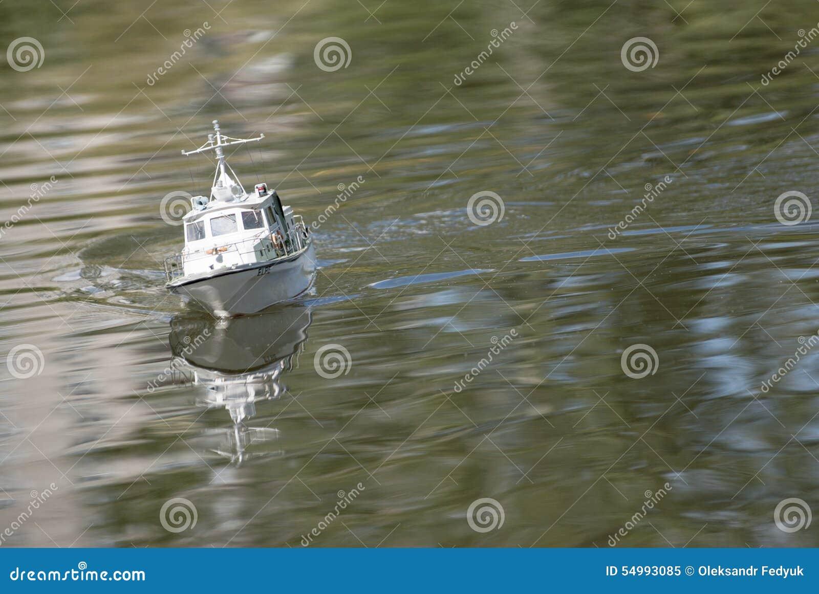 Zdalnie sterowany militarna łódź motorowa