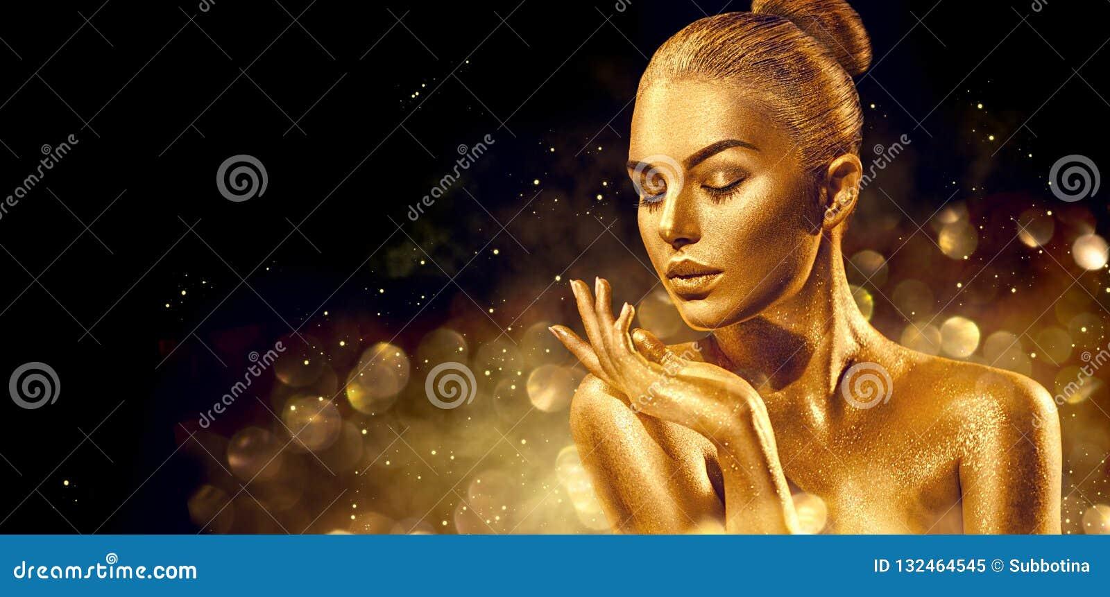 Zdojest Santa kobiety Złoty skóry kobiety portreta zbliżenie Seksowna wzorcowa dziewczyna z wakacyjnym złotym błyszczącym fachowy