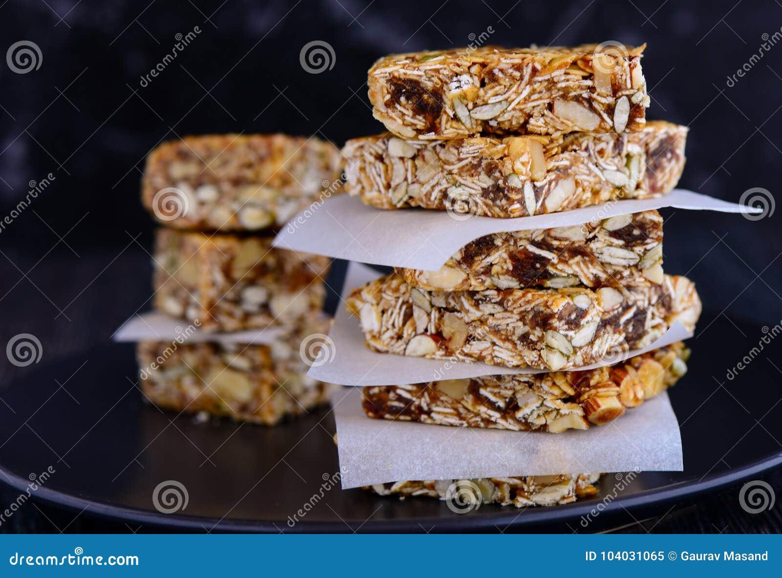 Zdrowi śniadaniowi przekąski granola bary