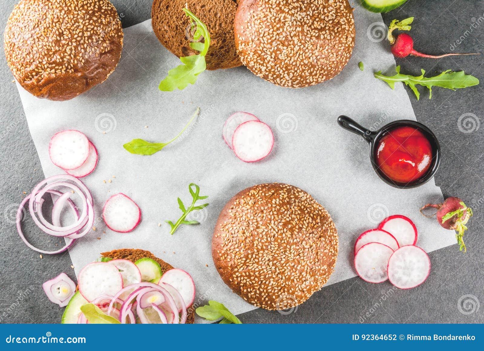 Zdrowi weganinów hamburgery