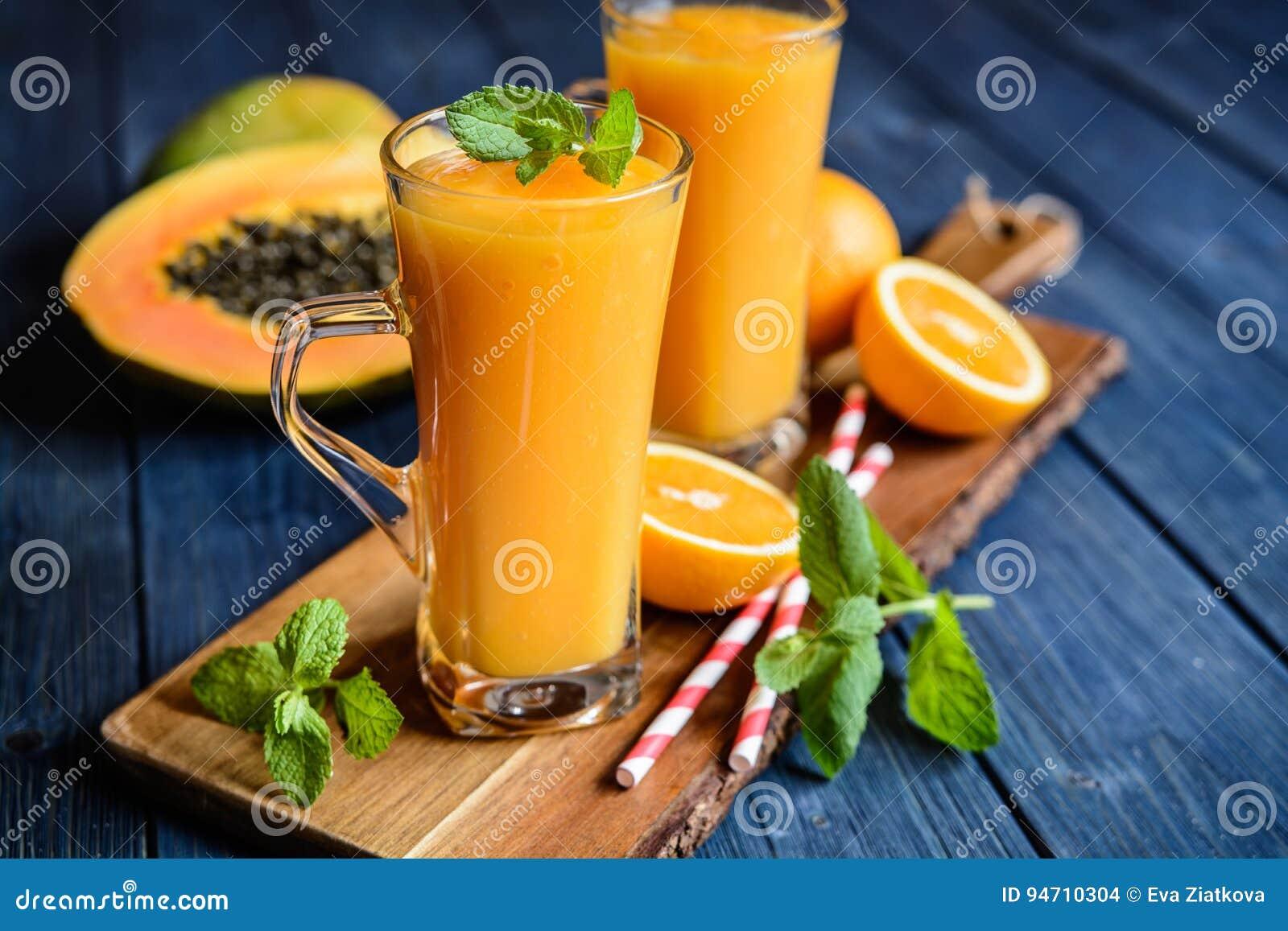 Zdrowy melonowa, pomarańcze i mango smoothie,