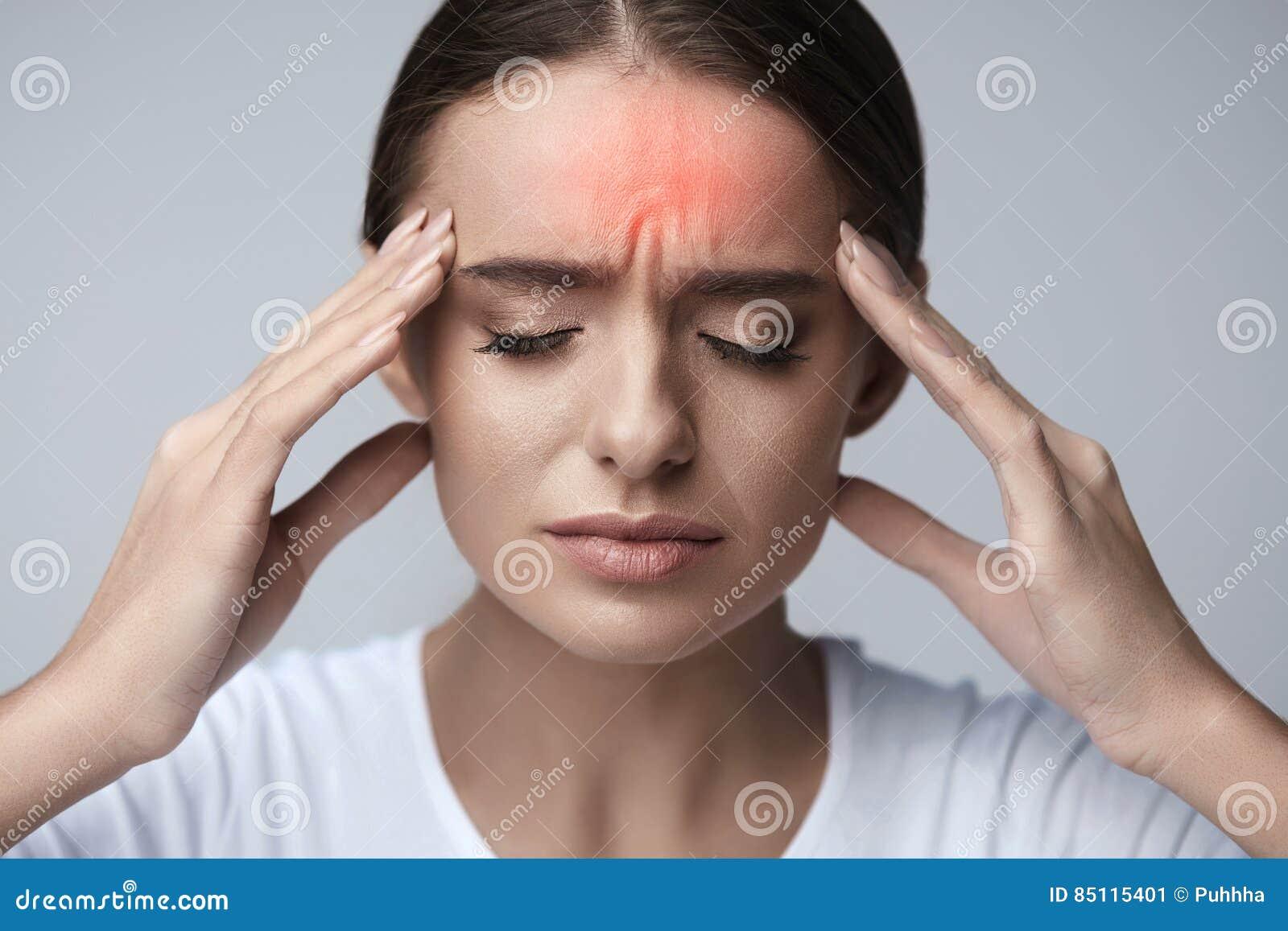 Zdrowy Piękna kobieta Ma Silną migrenę, Czuje ból