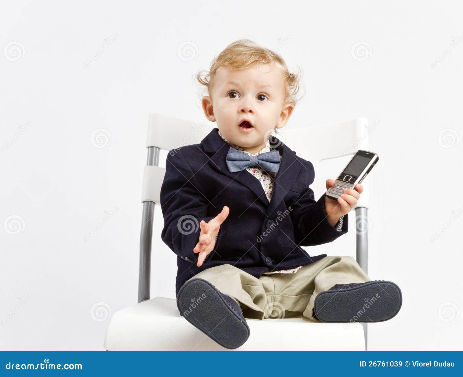 Zdziwiony biurowy dziecko