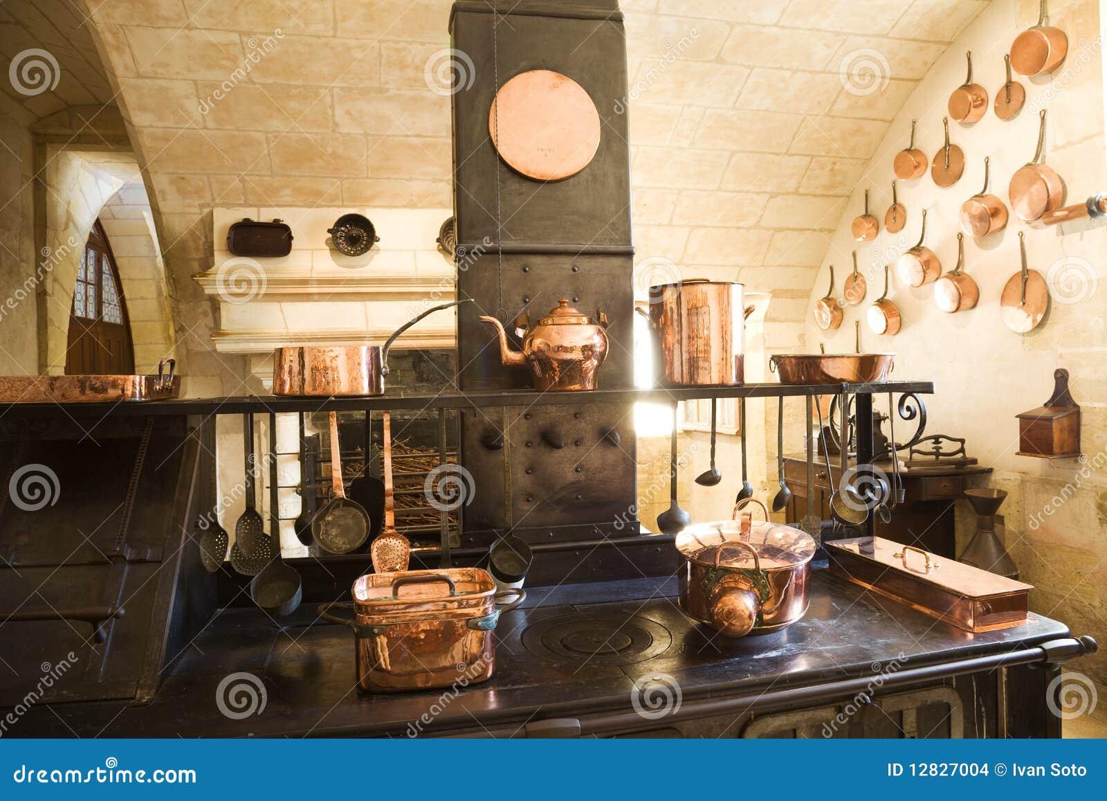 Zeer oude keuken stock foto afbeelding bestaande uit dining