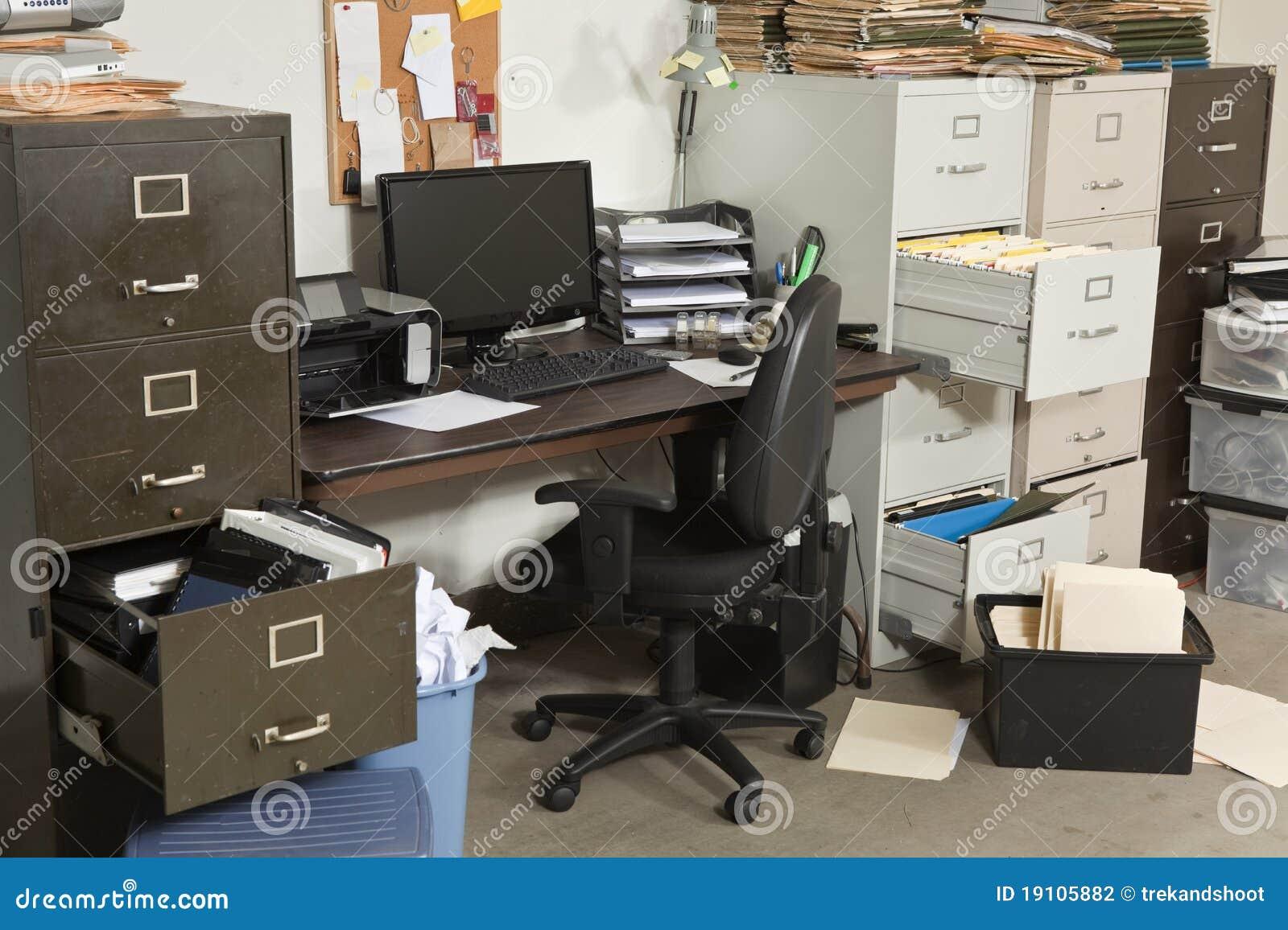 Zeer slordig bureau stock fotografie beeld 19105882 for Bureau stock