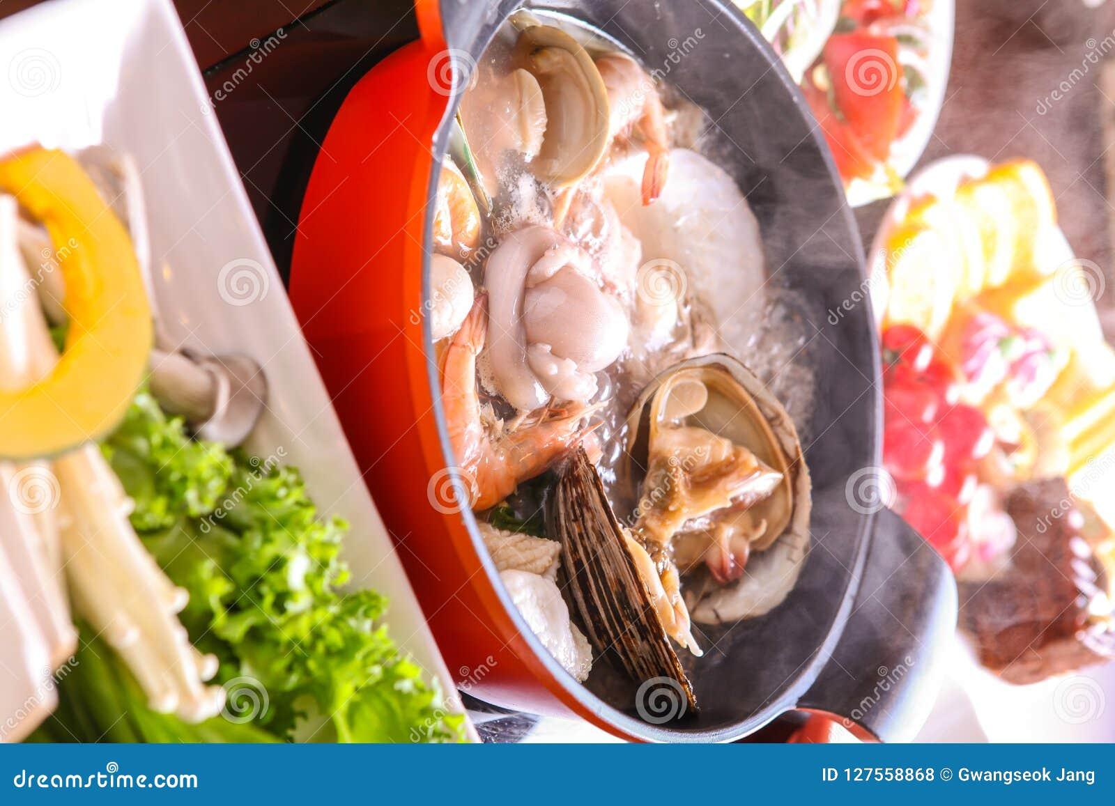 Zeevruchten shabu-Shabu met bijgerecht