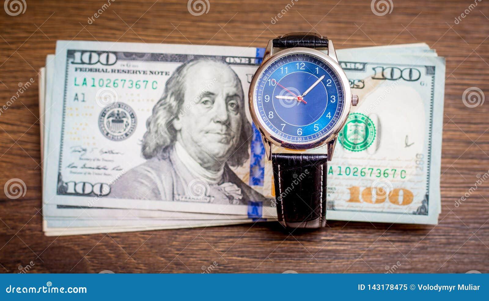 Zegar i USA dolary Czas dostawać pensję Czas płacić daleko długi Czas jest money_