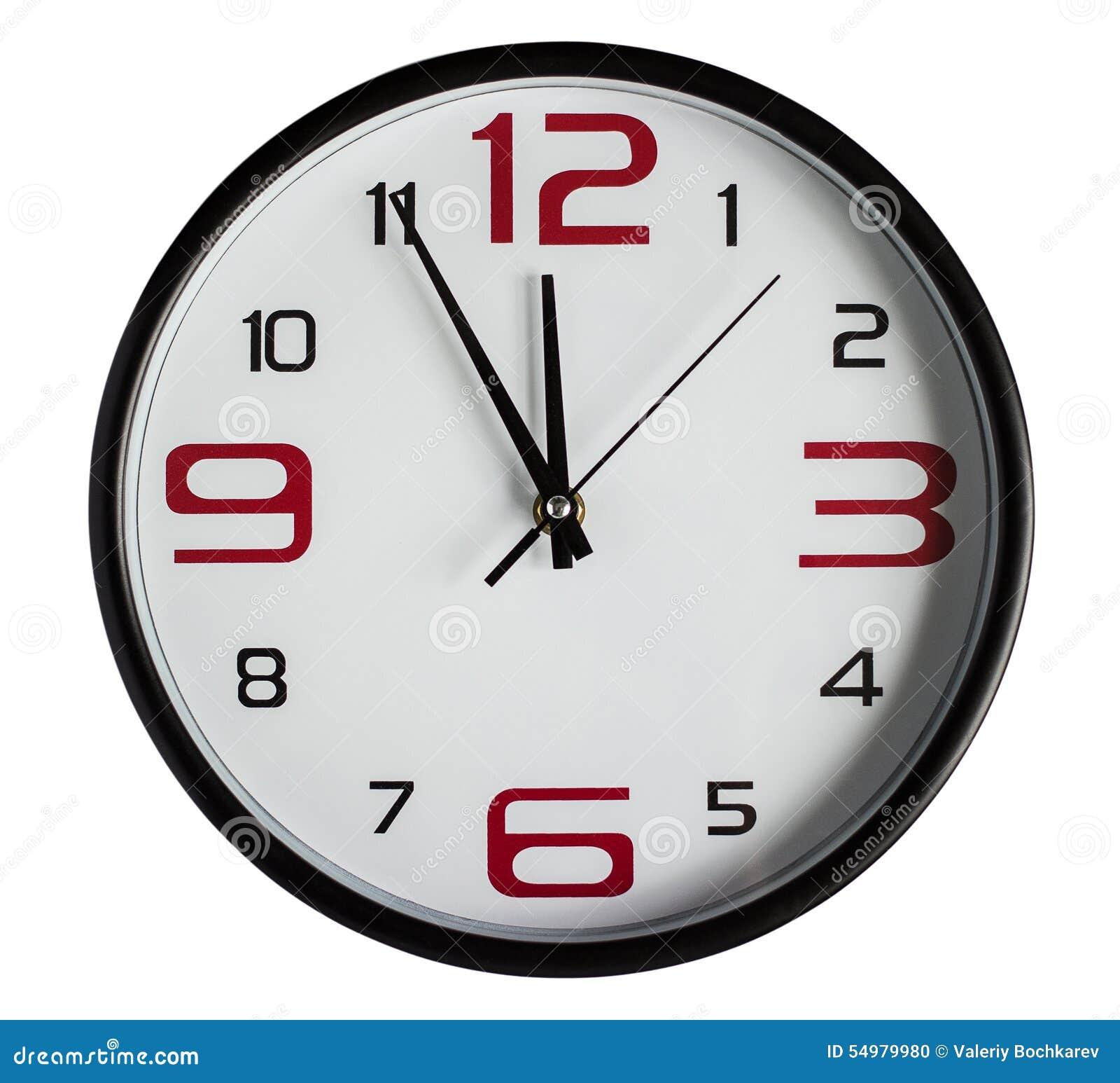 Zegar nad odizolowane w ścianie white