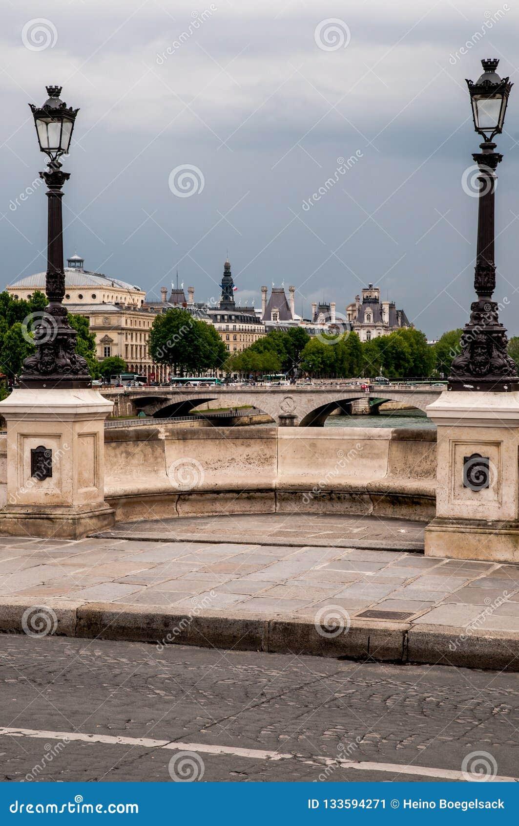 Zegen-bruggen in Parijs