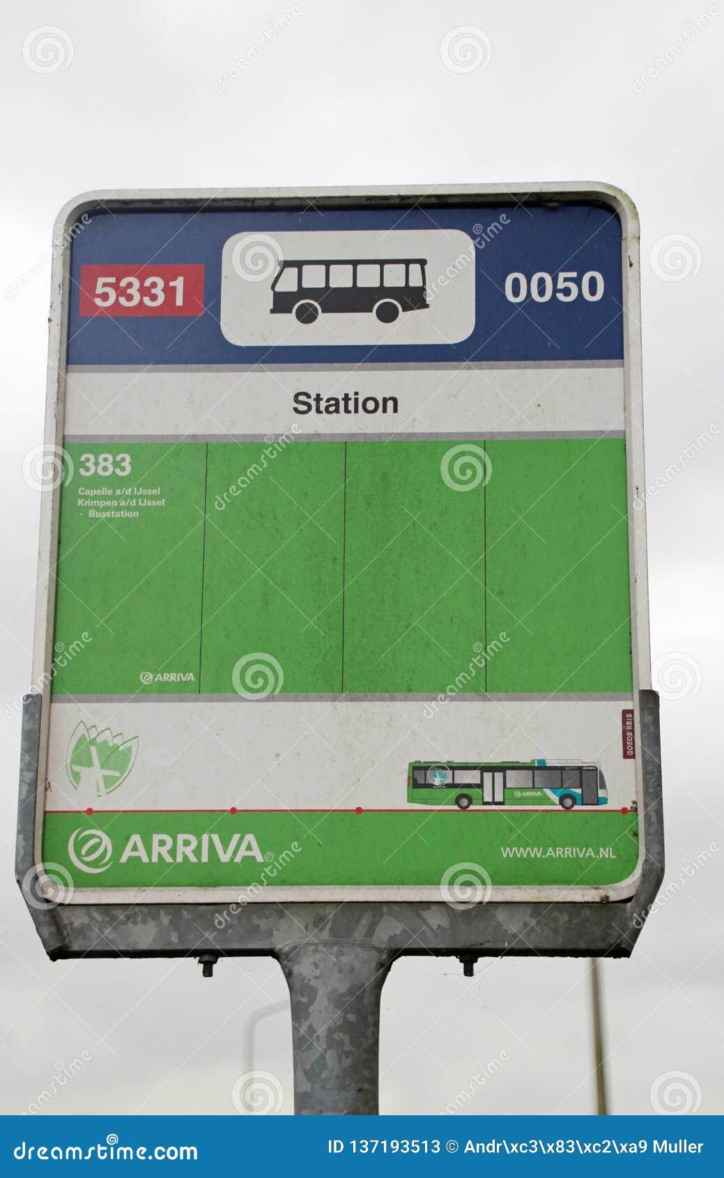 Zeichen an einer Bushaltestelle nannte Station in aan Höhle IJssel Nieuwerkerk für Bus 383