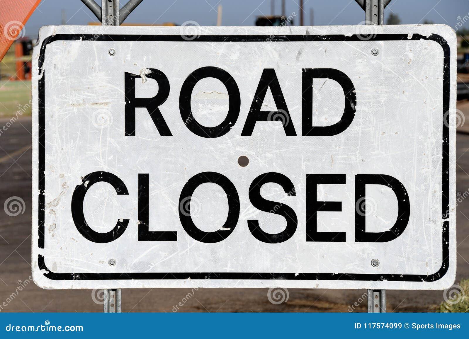 Zeichen-Klipppfad der Straße geschlossener
