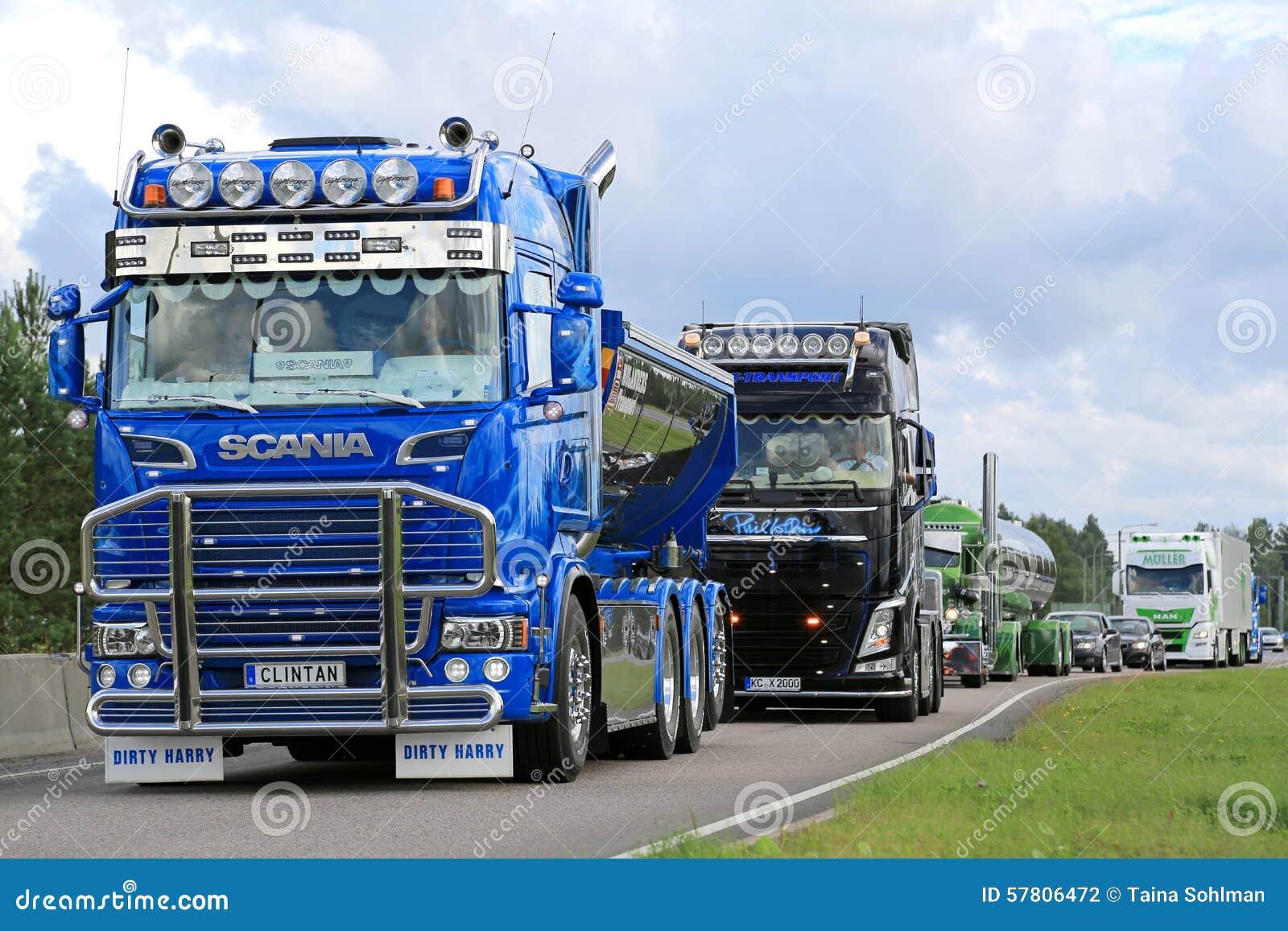 Zeigen Sie LKWKonvoi Mit Scania R520 Clintan Und Volvo FH