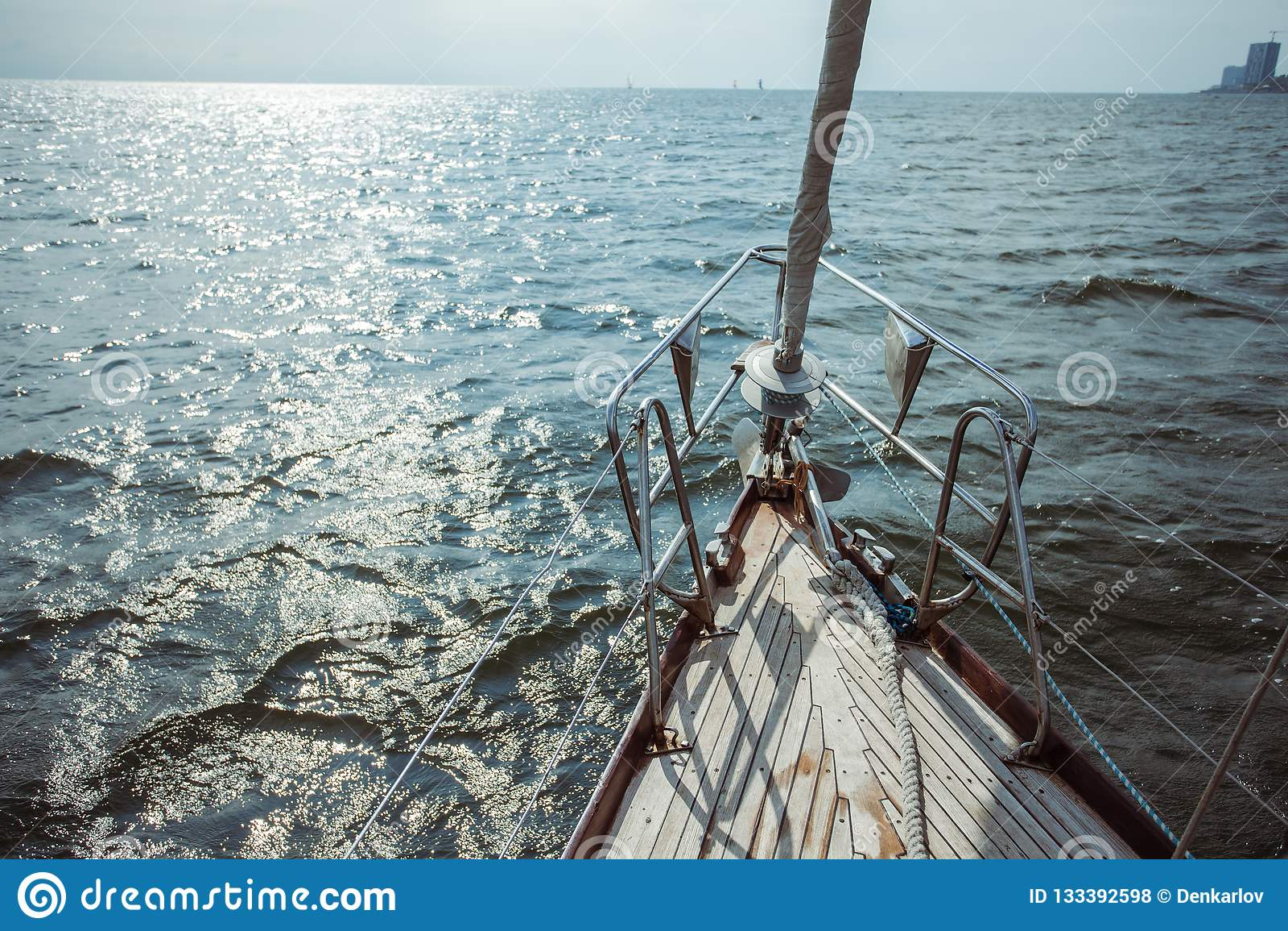 Zeilboot in de Oceaan tijdens navigatie