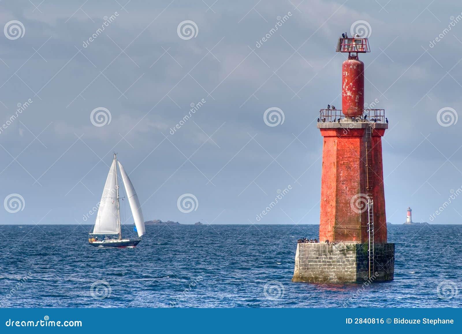 Zeilboot en vuurtoren