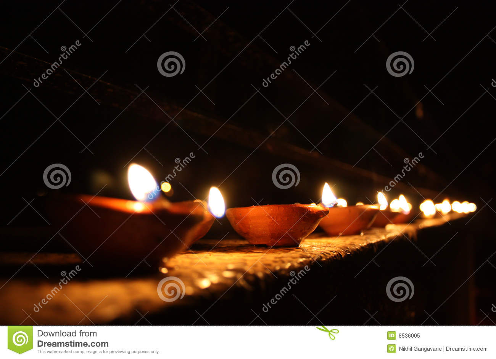 Zeile der Diwali Lampen