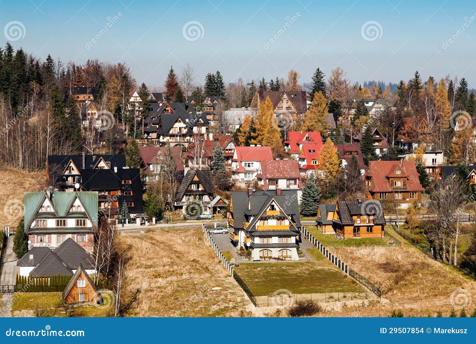 Zeitgenössische Häuser In Zakopane Redaktionelles Stockbild - Bild ...