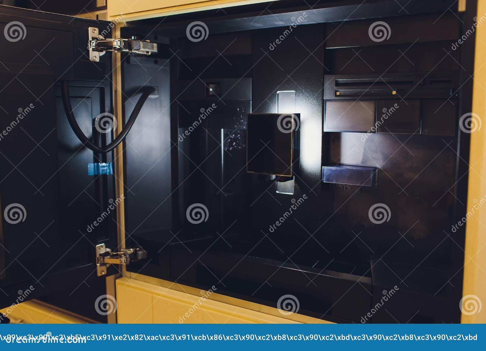 Zeitgenssische Kche Mit Aufgebaut In Der Kaffeemaschine Stockbild   Bild von integriert ...