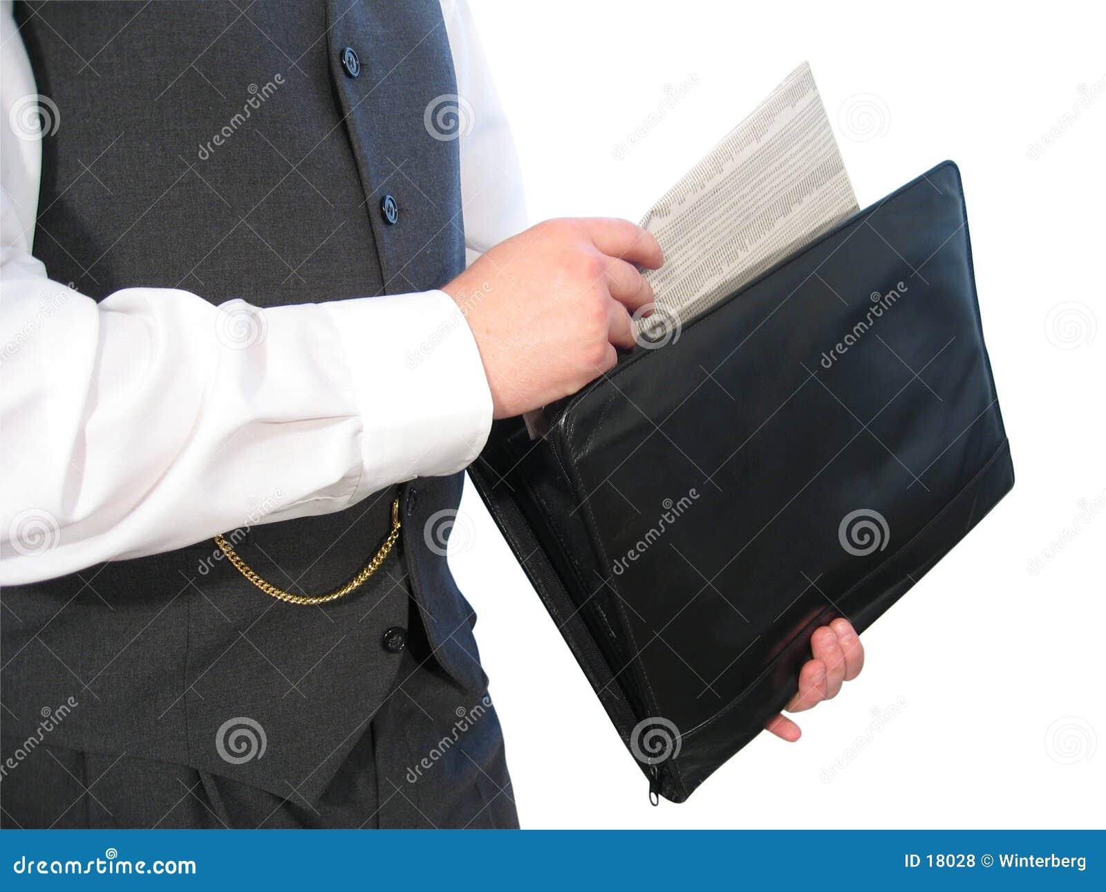 Zeitung im Aktenkoffer