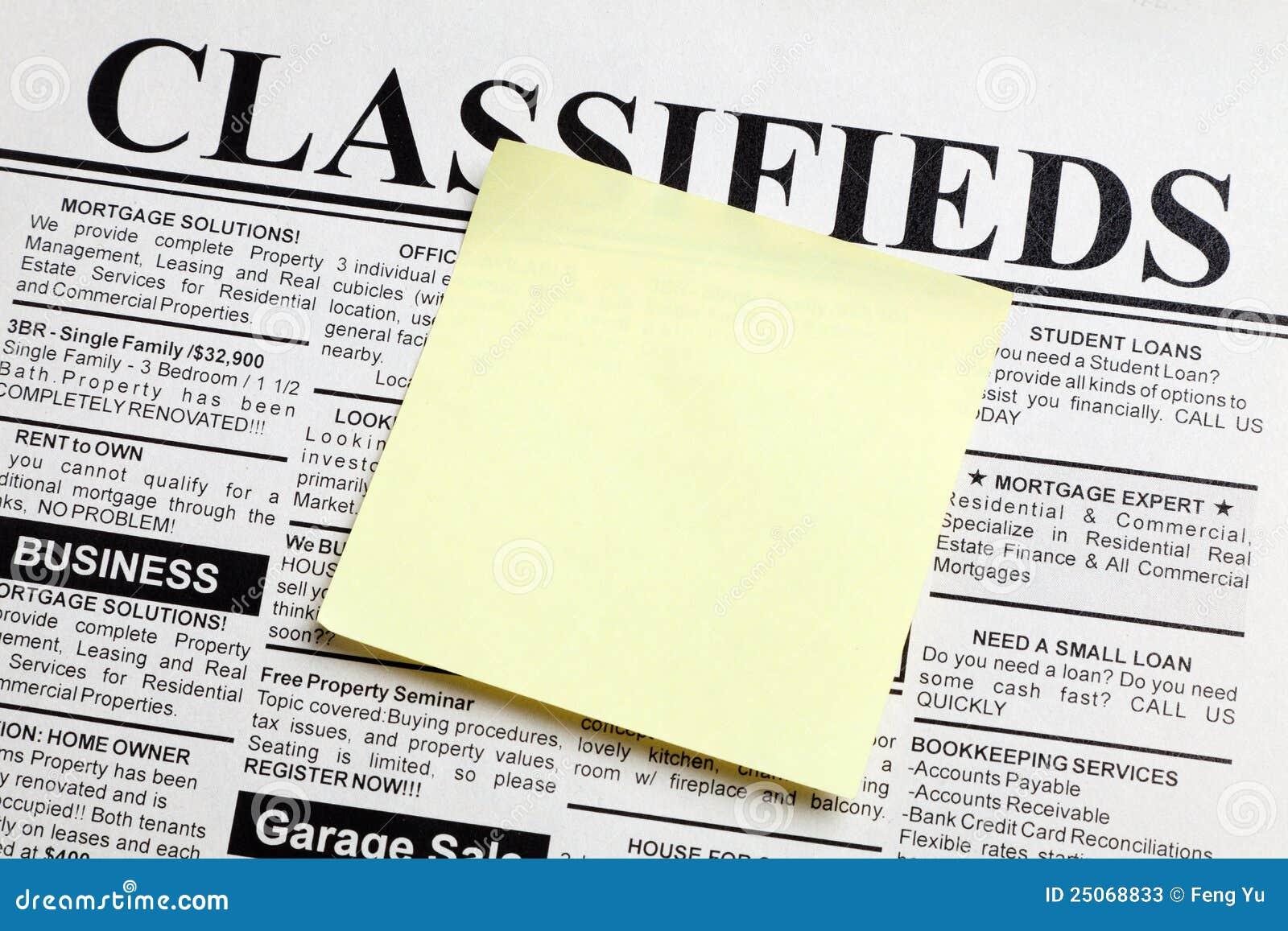 Zeitung und klebrige Anmerkung