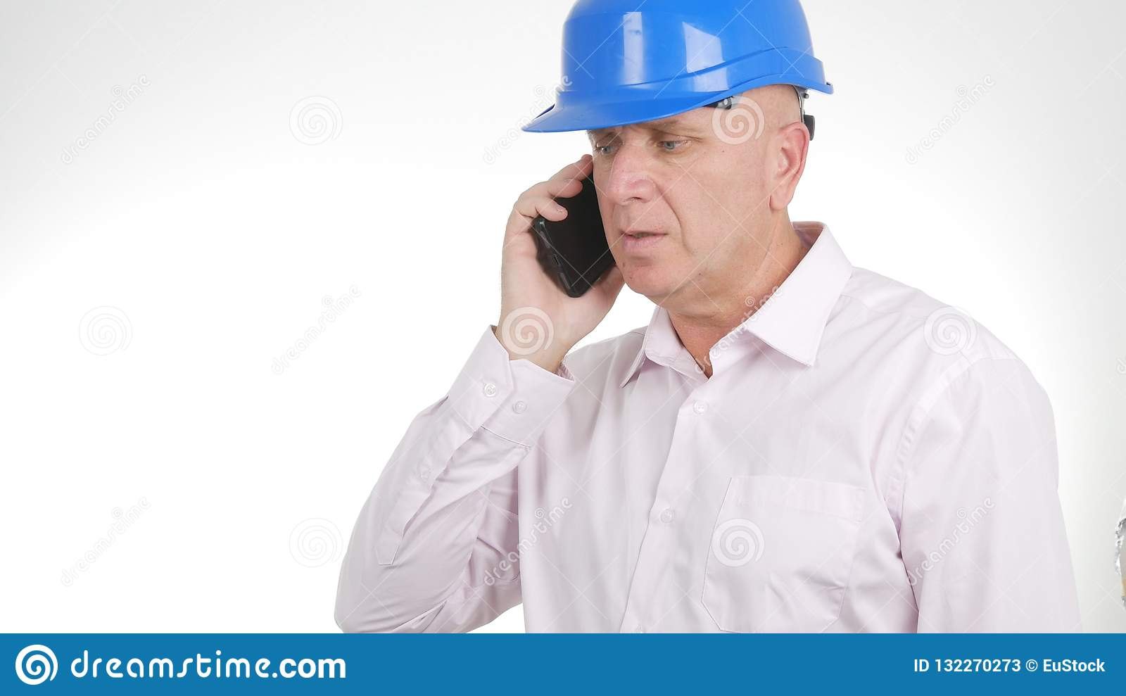 Zekere Ingenieur Image Talking Business aan Cellphone