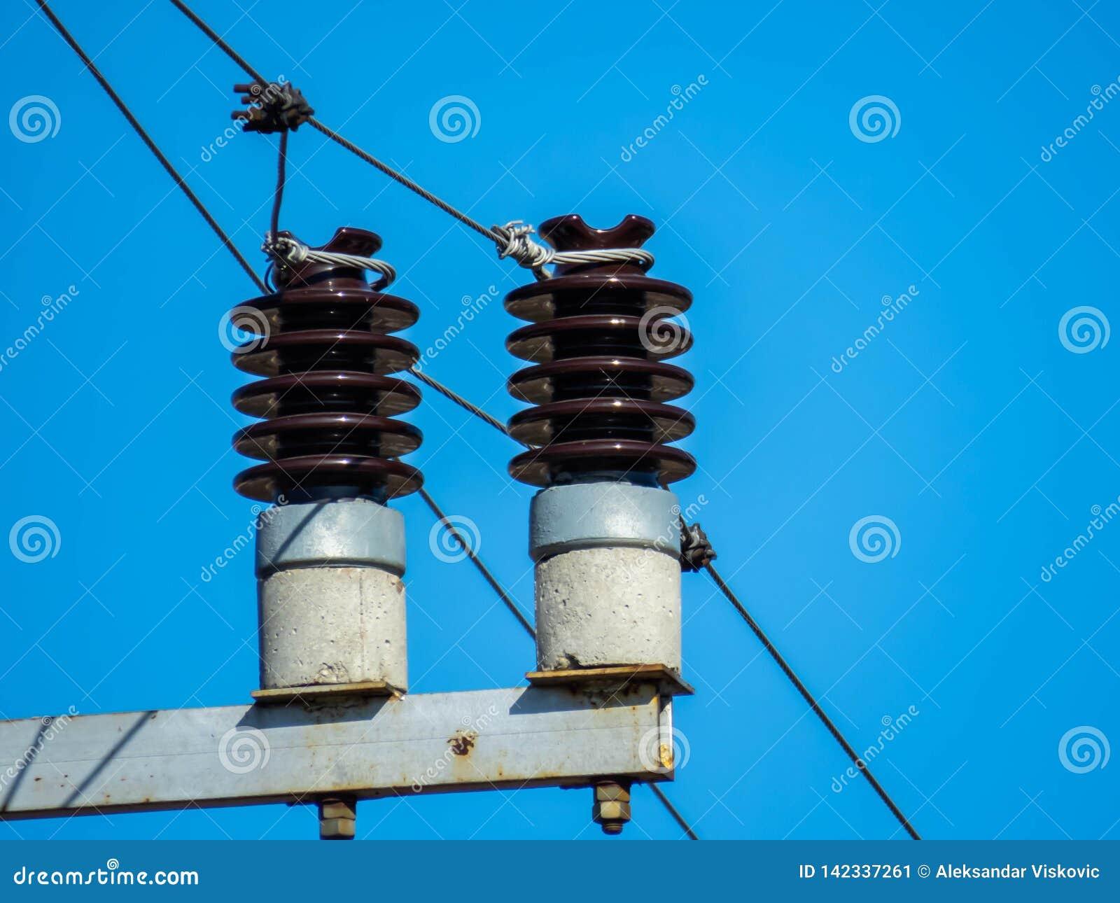 Zekeringen op een elektropool
