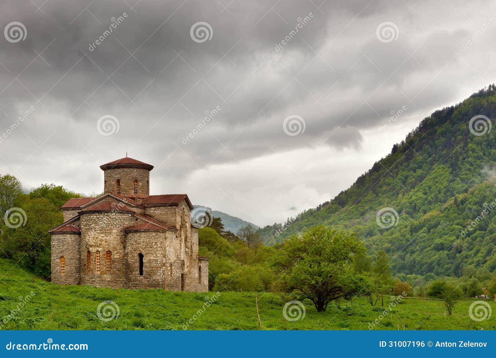 �9��yl#�+Ni+�ZJ~Zh_zelenchuksky教会中央教会在nizhnearkhyzskoe gorodishche附近废墟的