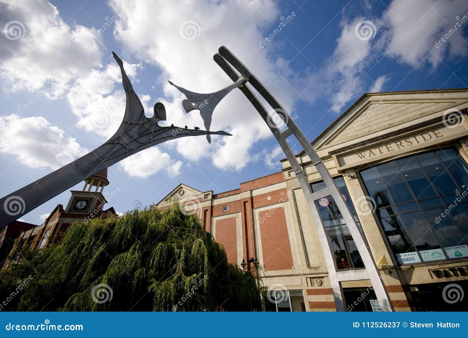 Zelfbeschikkingsvermogen openbaar beeldhouwwerk in Lincoln City Centre, Lincoln, Li