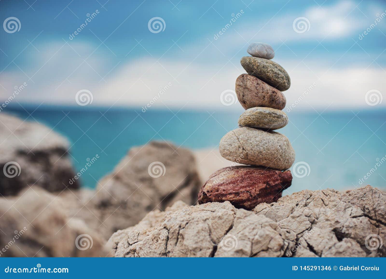 ZENES Stone coloreados en el mar y el mar