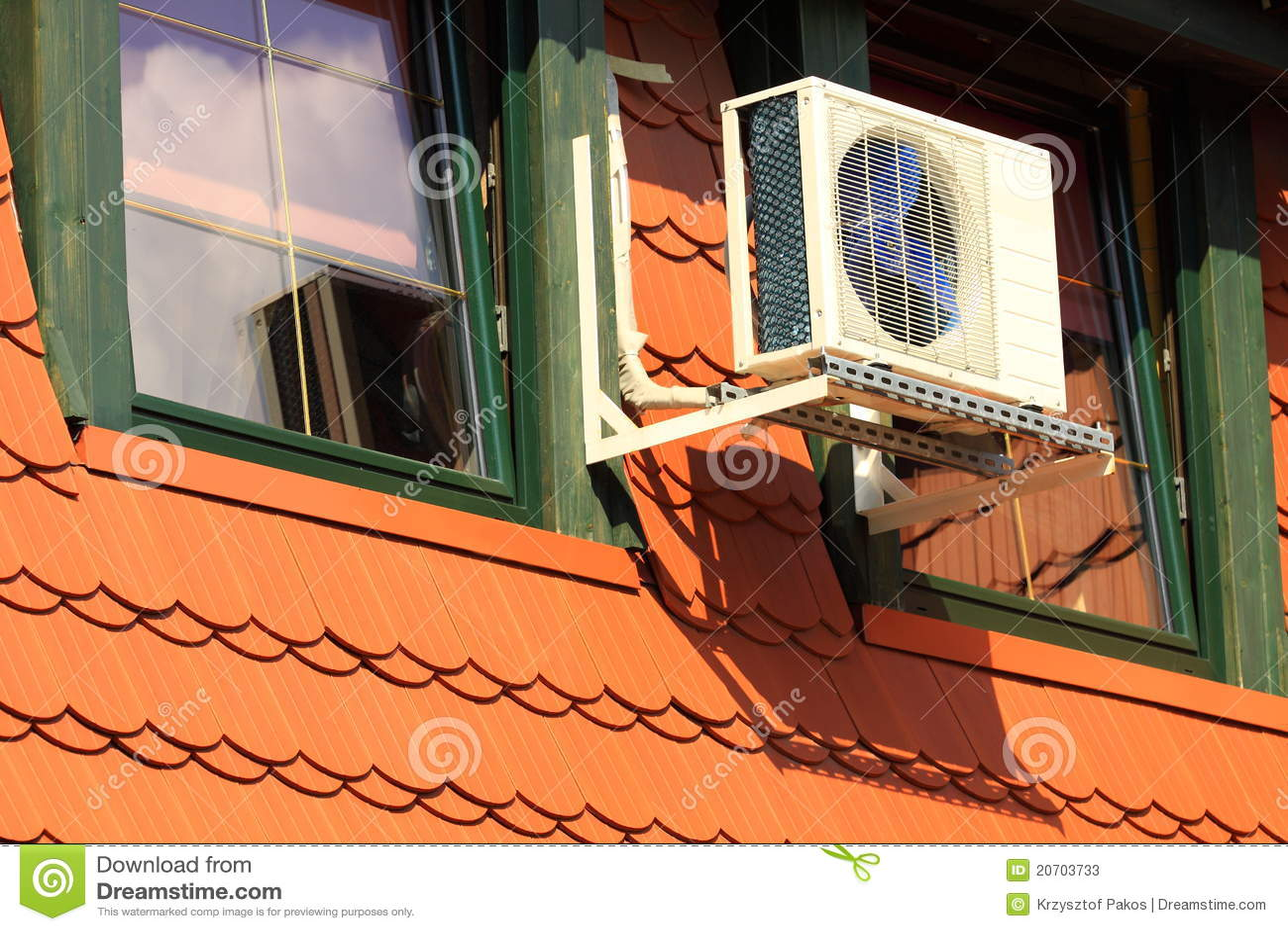 zentrale klimaanlage auf dem dachboden stockbild bild von hoch signalformer 20703733. Black Bedroom Furniture Sets. Home Design Ideas
