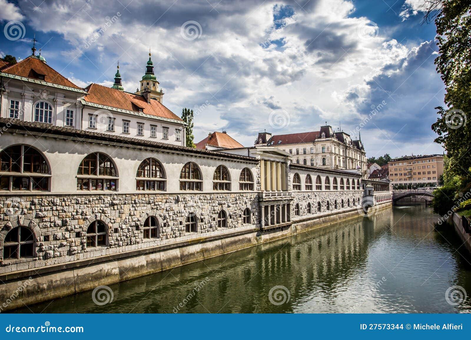 Ergebnissen 1 - 16 von 34. Ein Wochenende in Ljubljana (Wandkalender 2019 DIN A2 quer): Ljubljana - Natur und Kultur erleben (Monatskalender, 14 Seiten ).