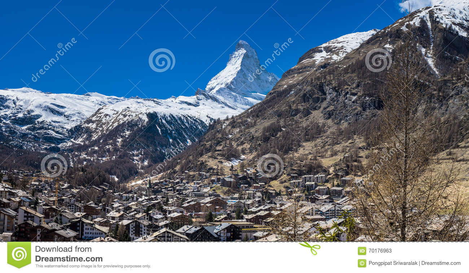Zermatt by med det Matterhorn maximumet i bakgrund