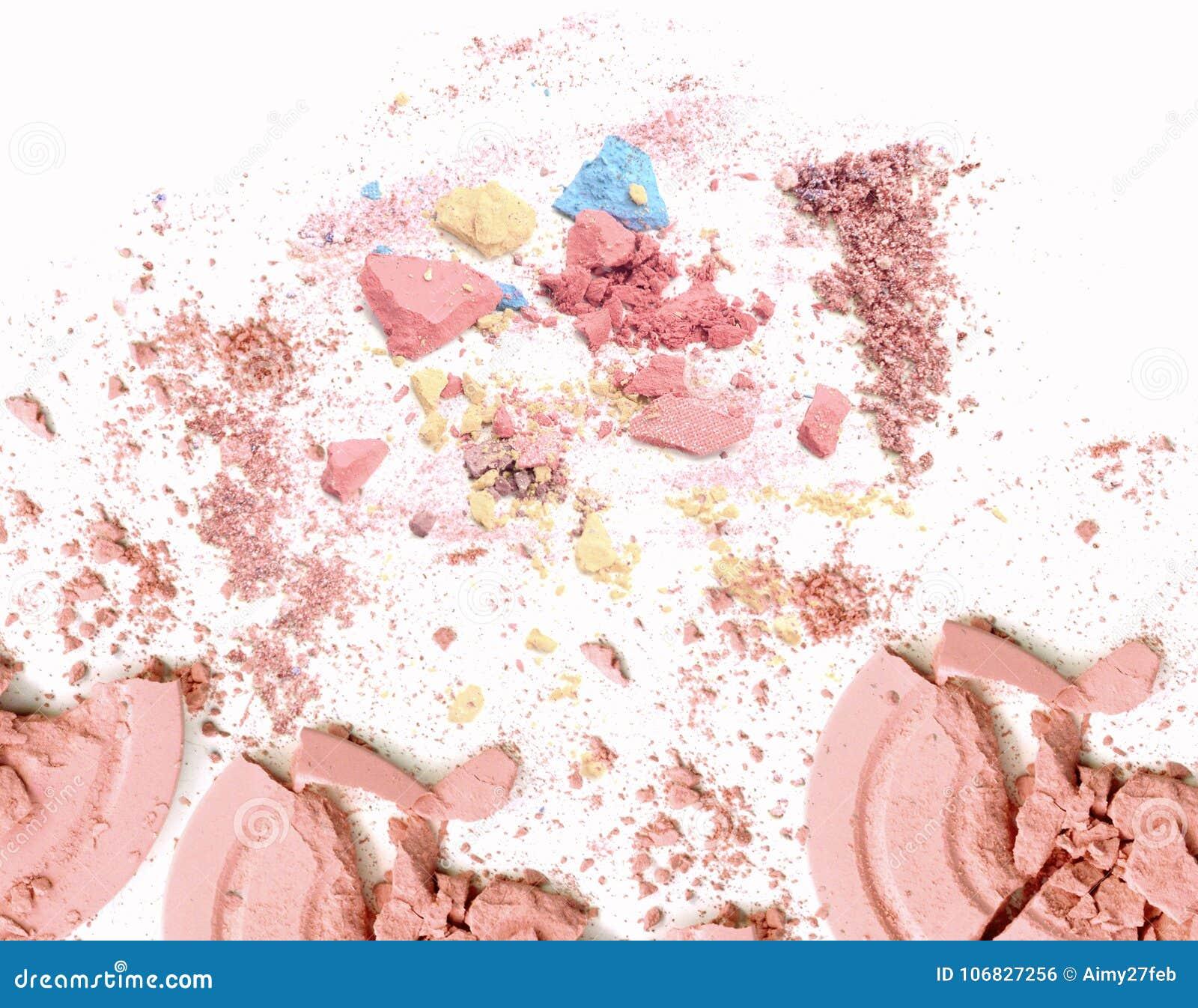 Zerquetscht bilden Sie Pulver Kosmetisches Pulver zerquetscht auf Weiß