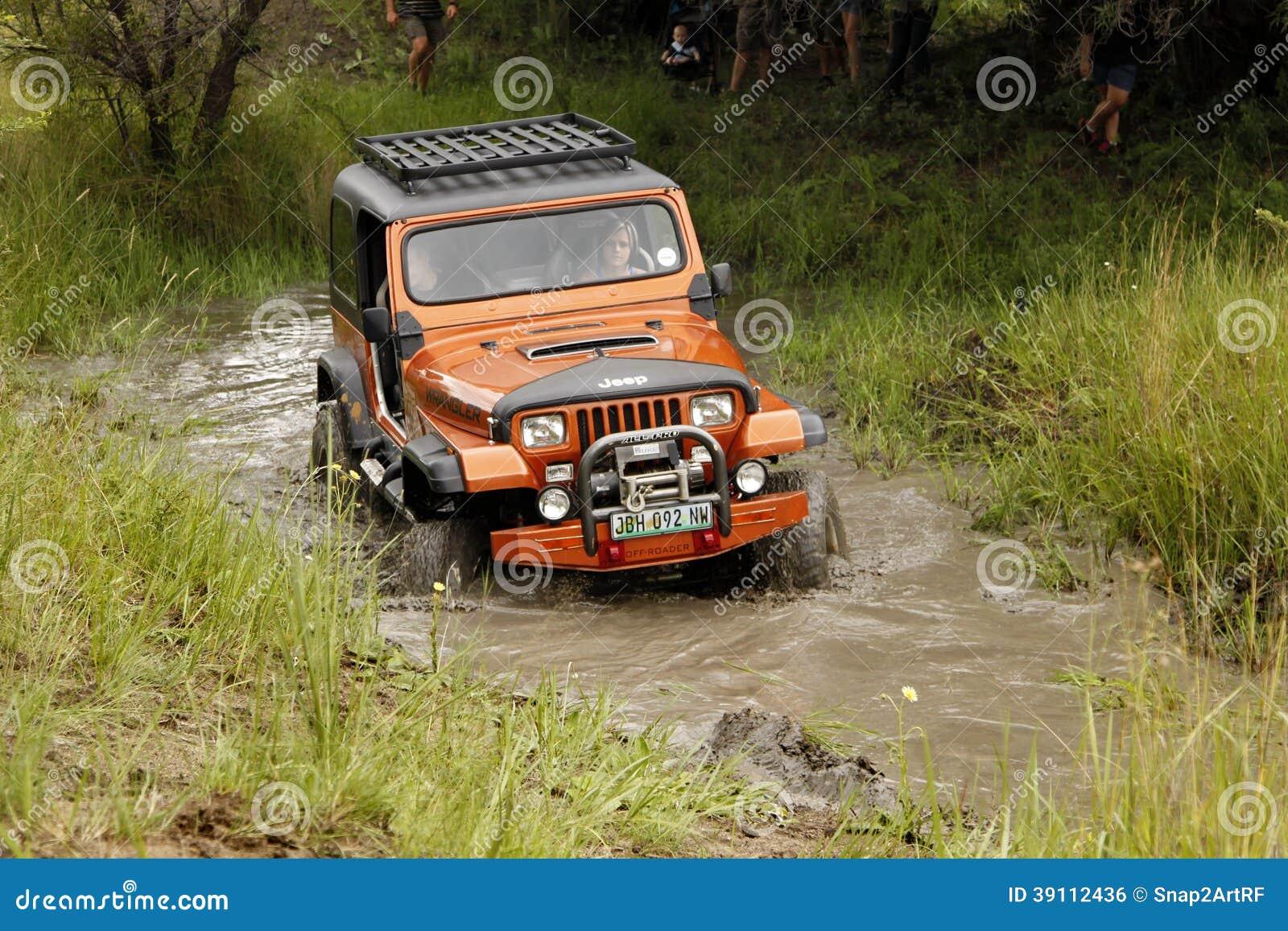 Zerstampfung beige Jeep Wrangler Off-Roader V8