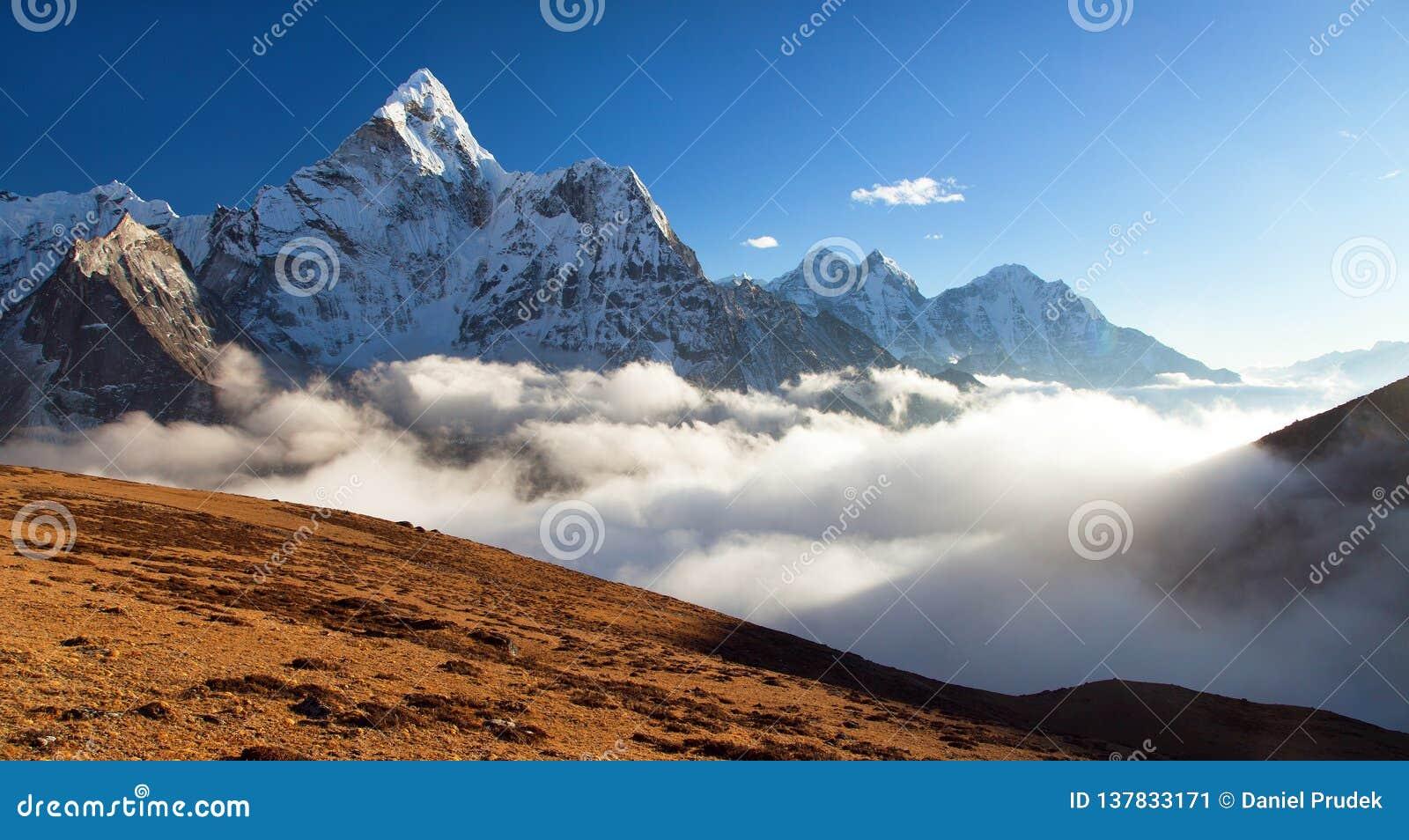 Zet Ama Dablam, de Nepalese bergen van Himalayagebergte op