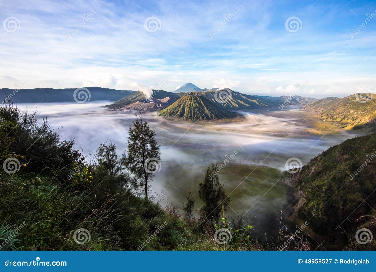 Zet Bromo, Batok en Gunung Semeru in Java, Indonesië op