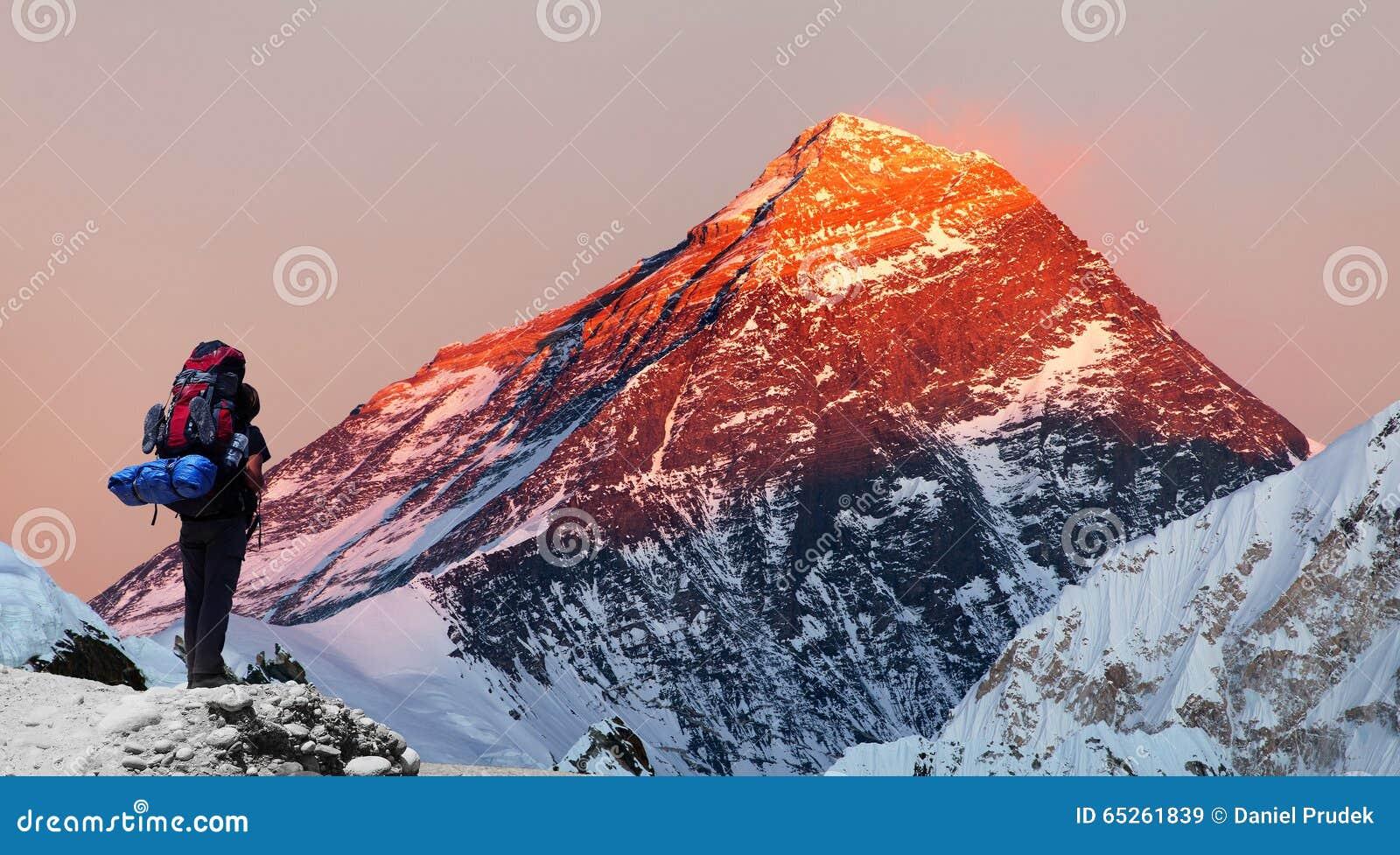 Zet Everest van Gokyo-vallei met toerist op