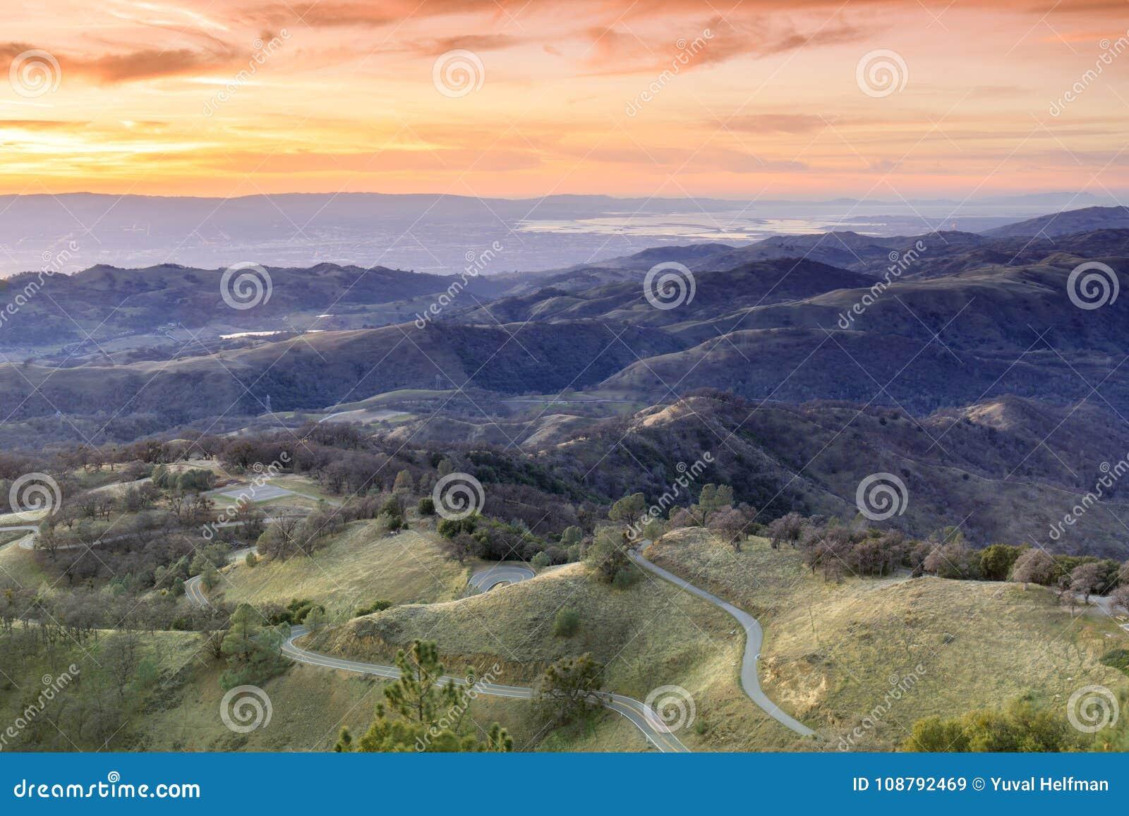 Zet Hamilton Foothills en Santa Clara Valley Sunset op