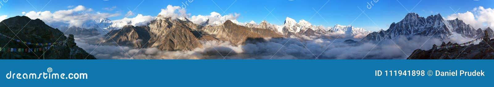 Zet het panorama van Everest, van Lhotse, van Makalu op en Cho Oyu-